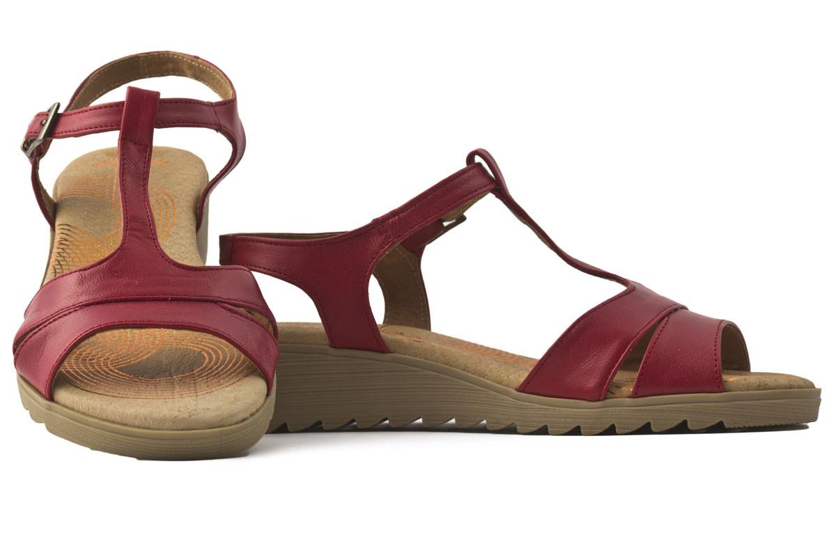 Sandalia piel roja cuña