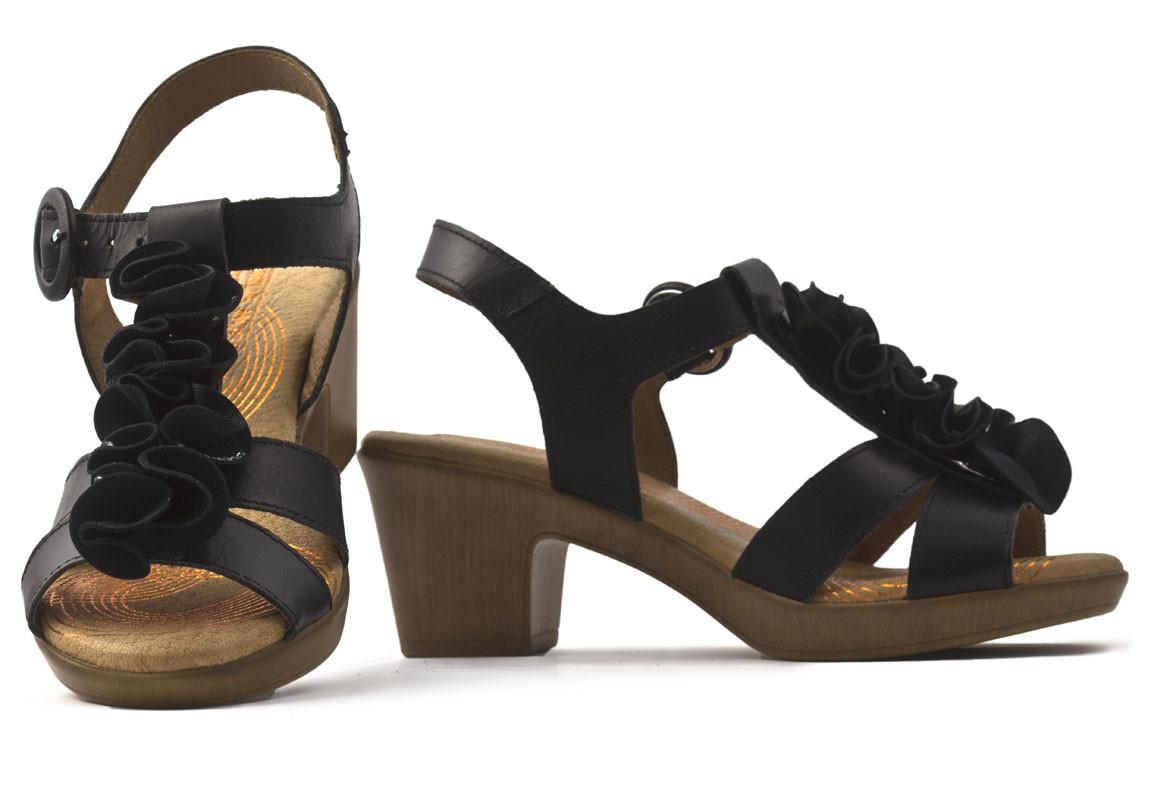 Sandalia piel flores negra